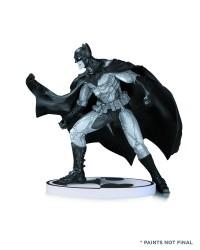 - STK671302 - Batman Black & White Statue By Lee Bermejo 2nd Edition – S3